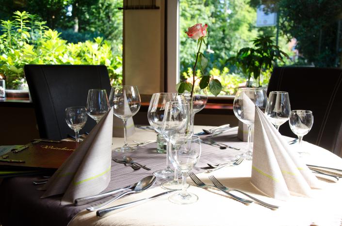 Tisch mit Dekoration
